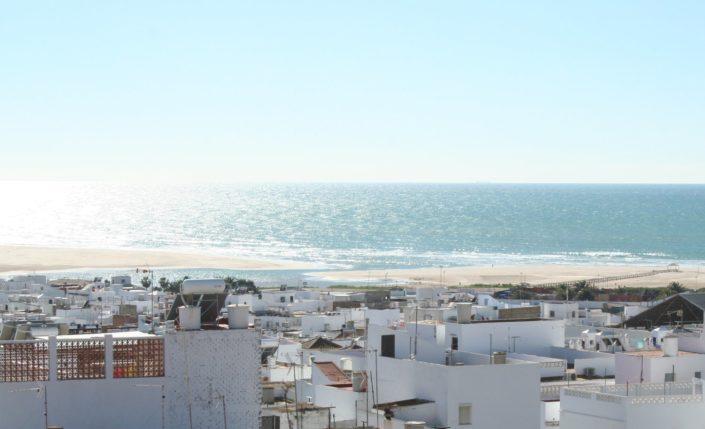 Conil Blick über die Stadt zum Meer
