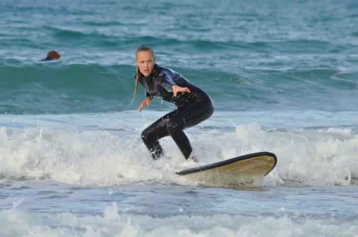 Wellenreiten im Surfcamp