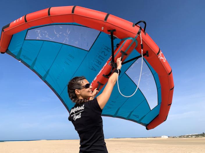 wing-foil-surfen-surfcamp-wingsurfing-spanien